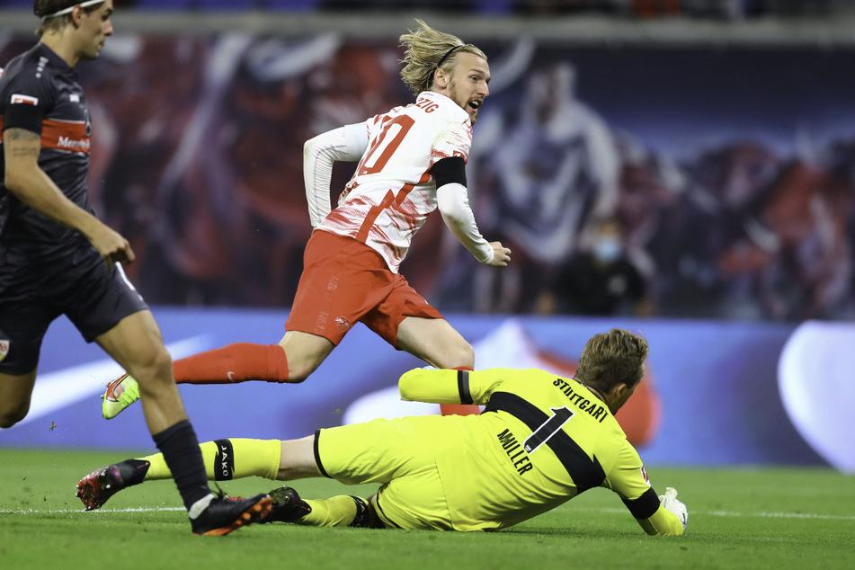 RB-Star Emil Forsberg (M.) außer Rand und Band! Der Schwede hat nach seinem Treffer zum 2:0 ein Grinsen im Gesicht.