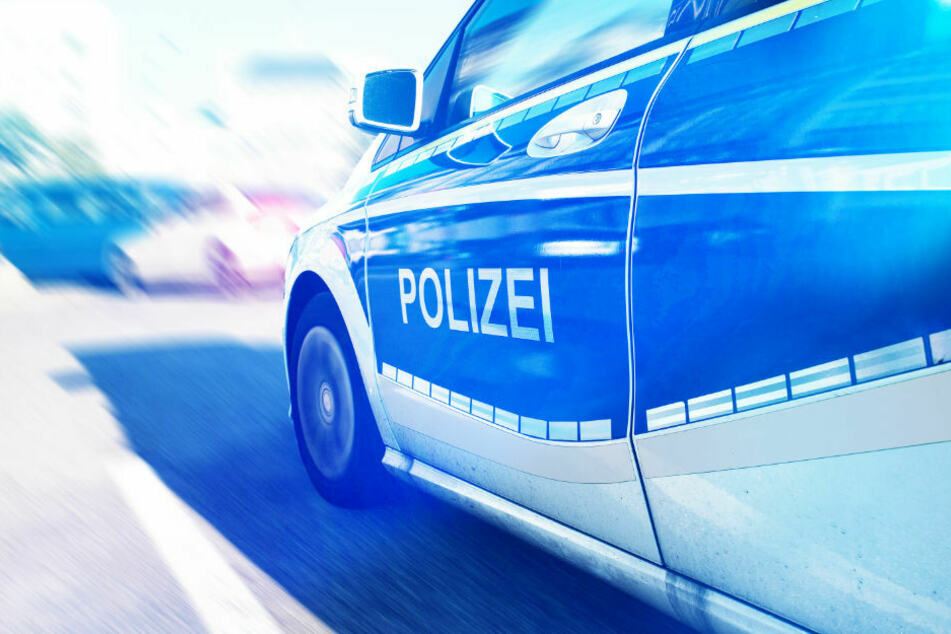 Berlin: Rollerfahrer (78) kracht mit Fahrrad zusammen und verletzt sich schwer