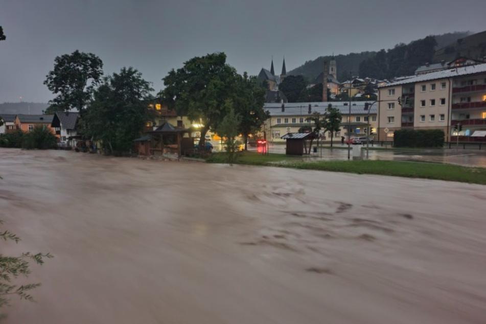 Blick auf die Berchtesgadener Ache. Der Landkreis Berchtesgadener Land ist nach starkem Regen im Ausnahme zustand.