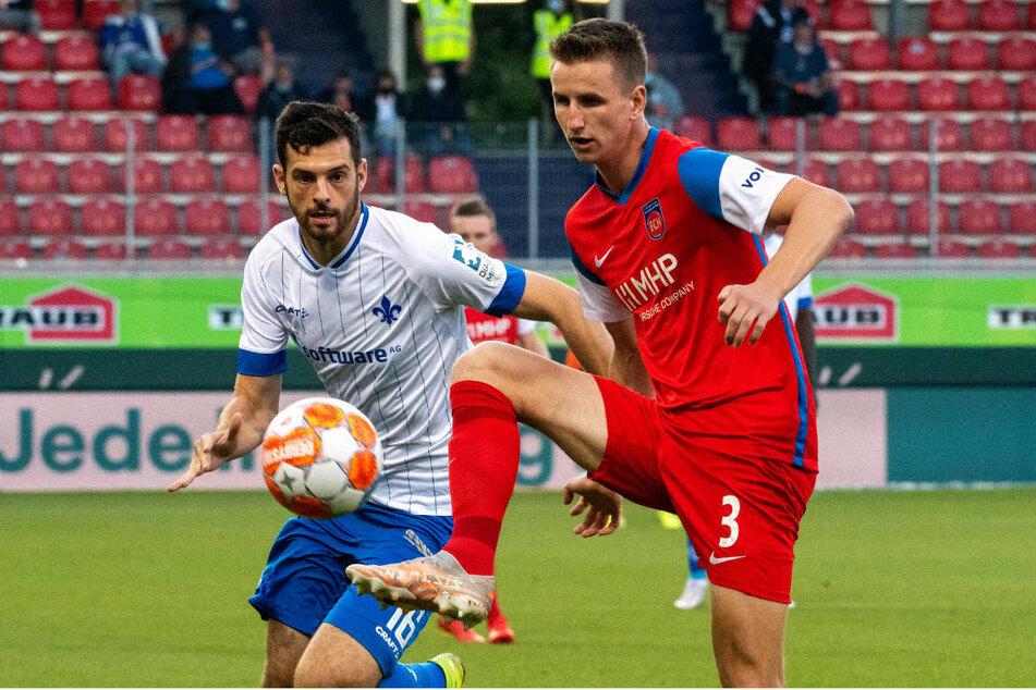 In der 26. Minute hatte Darmstadts Luca Pfeiffer (l.) das 1:0 für die Lilien auf dem Fuß.