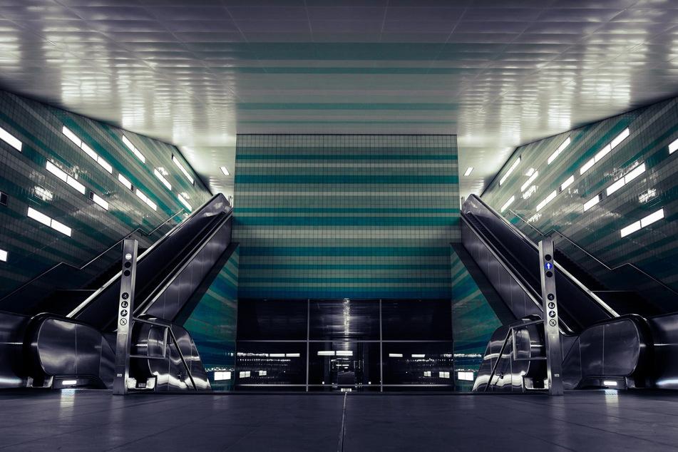 """Die Haltestelle """"Überseequartier"""" in der Hamburger HafenCity."""