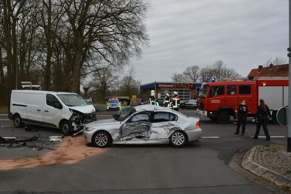 Schwerer Unfall mit drei Verletzten: Bundesstraße voll gesperrt