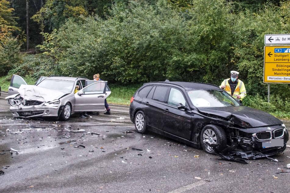 Fünf Verletzte nach schlimmen Frontal-Crash