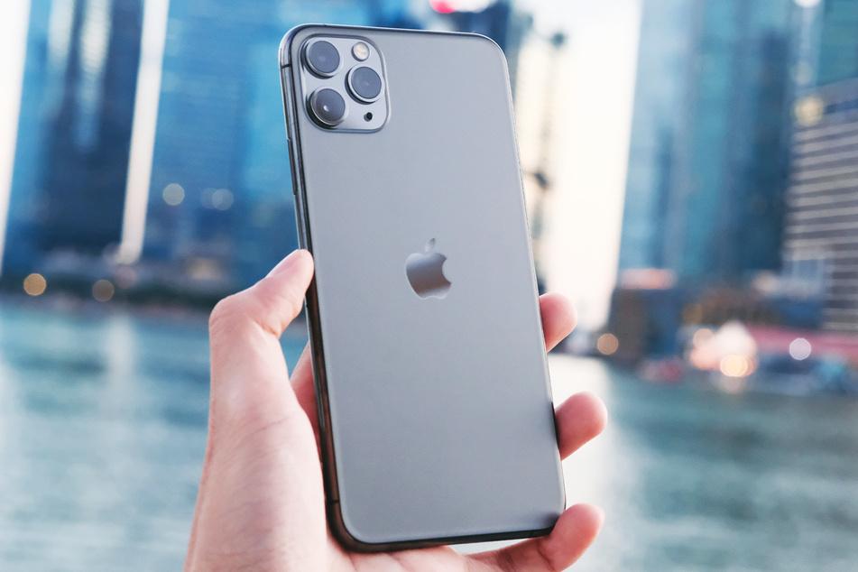 Ein iPhone 11 Pro klaute der 30-Jährige einem Mann, indem er ihn antanzte. (Symbolbild)