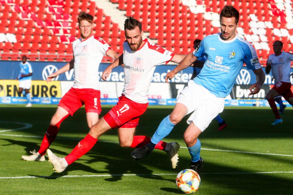 Sandro Sirigu (r.) bei seinem letzten Einsatz für den CFC: die 1:2-Niederlage am 37. Spieltag beim FSV Zwickau war mitentscheidend für den späteren Chemnitzer Abstieg.