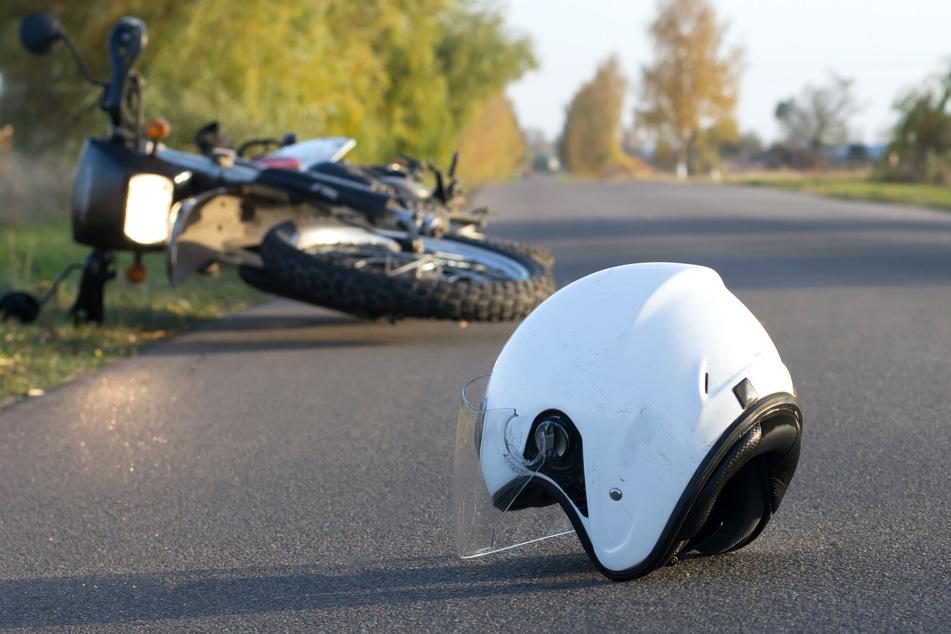Doppelte Unfall-Gefahr in Köln: Zwei Biker nach Stürzen schwer verletzt