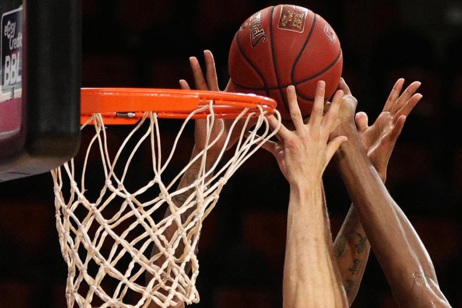 Auch beim Basketball muss es trotz Corona irgendwie weitergehen (Symbolbild).