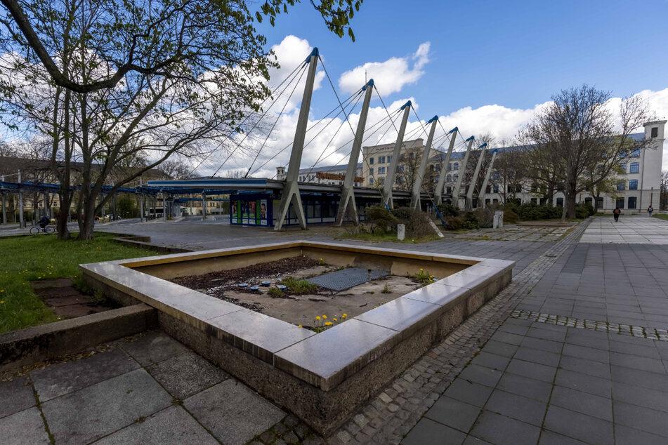 Hier vor dem Chemnitzer Busbahnhof steht seit eh und je der Klapperbrunnen - normalerweise.