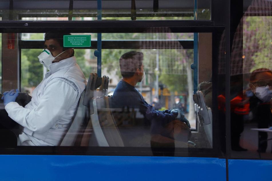 Fahrgäste sollen in Bussen und Bahnen den Mund halten