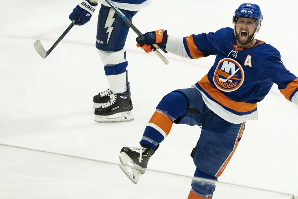 NHL Playoffs: The Islanders hold off the Bolts at home to tie up the Stanley Cup semifinals