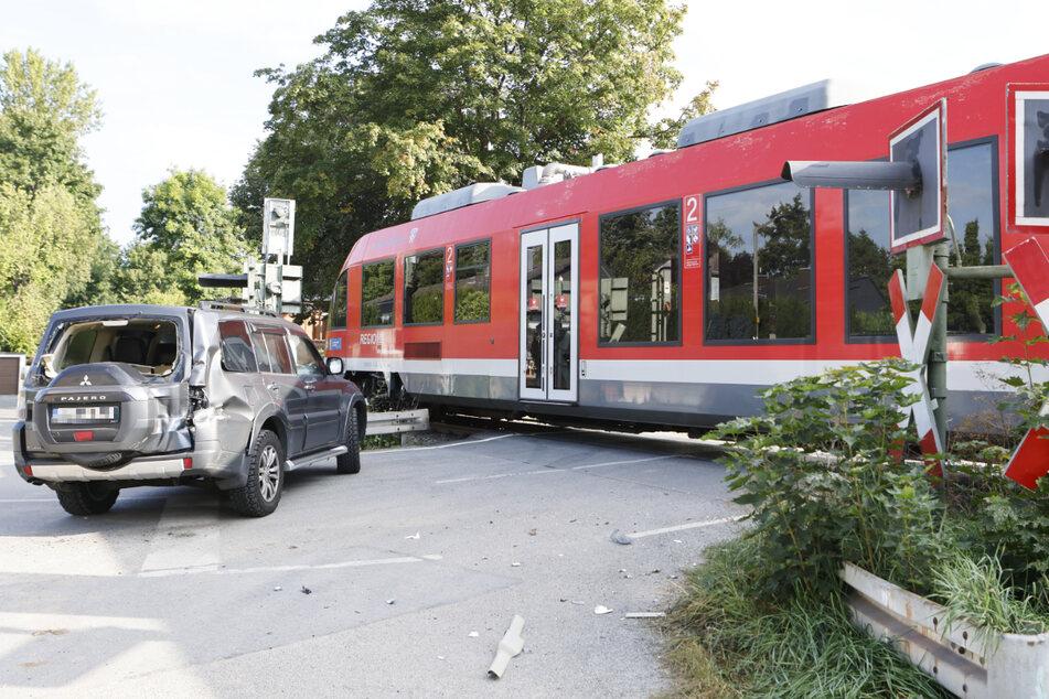 Im Fürther Gemeindeteil Dambach ist es zu einem Unfall gekommen: Ein Auto und eine Regionalbahn sind kollidiert.