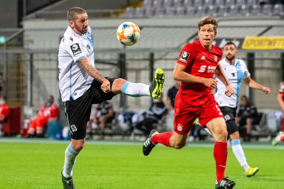 Nicolas Feldhahn (r, 33), hier beim Spiel gegen den TSV 1860 , bleibt dem FC Bayern erhalten.
