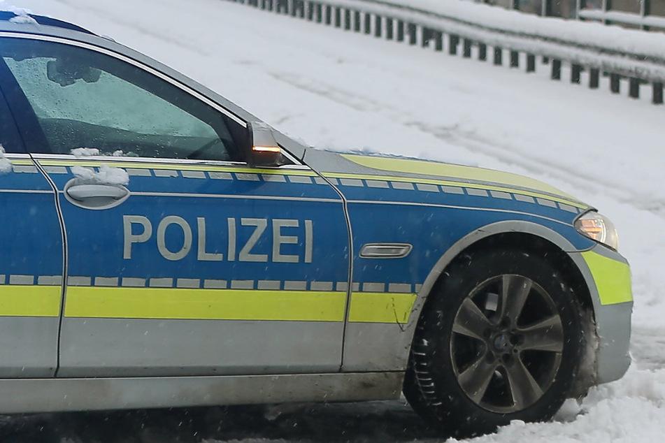 Schneechaos auf Deutschlands Straßen. Die Polizei wurde am Montag zu einem Einsatz aufgrund von zwei sich streitenden Autofahrern gerufen. (Symbolbild)