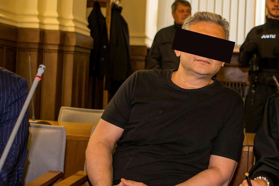 Hüseyin D. (51) muss sich vor Gericht verantworten, da er angeblich in die Ermordung eines Geschäftsmannes verwickelt sein soll.
