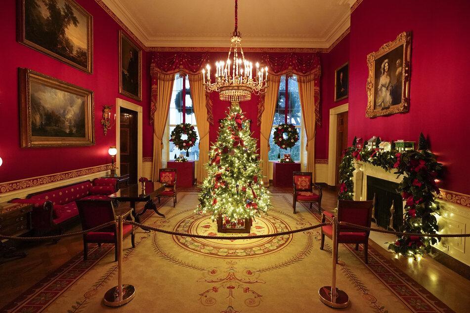 Weihnachtsdeko wohin das Auge reicht gibt es auch im Roten Raum (Red Room).