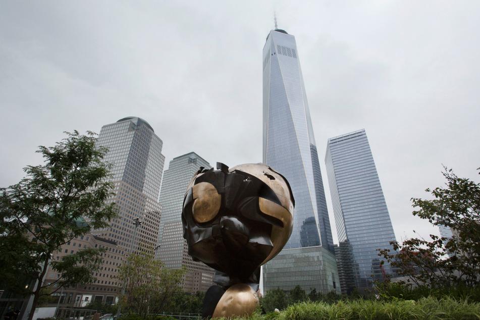 """""""The Sphere"""" ist im Liberty Park an der 9/11 Gedenkstätte aufgestellt."""