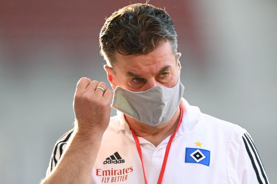 HSV-Coach Dieter Hecking muss die Niederlage in Stuttgart noch verarbeiten.