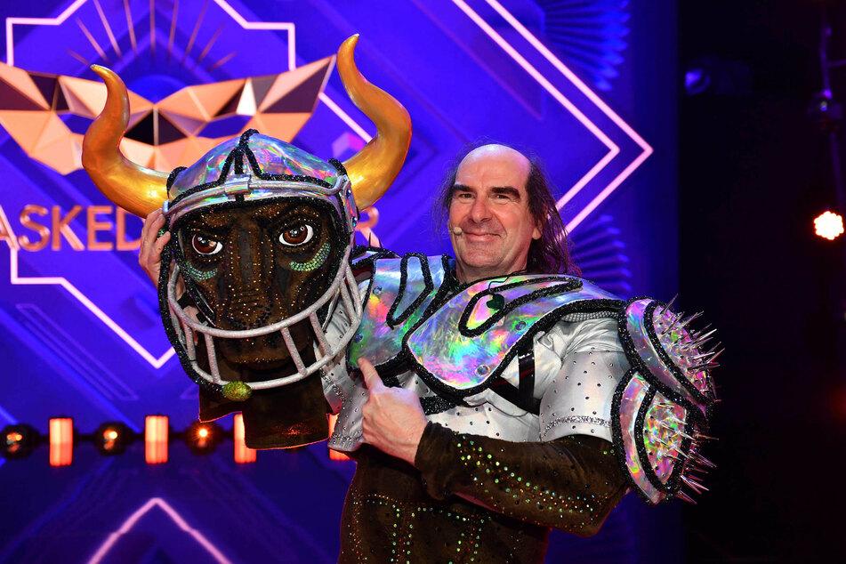 """Auch Schlagersänger Guildo Horn (58) musste bei der Musik-Show """"The Masked Singer"""" seine Maske ablegen und wurde als Stier enttarnt."""