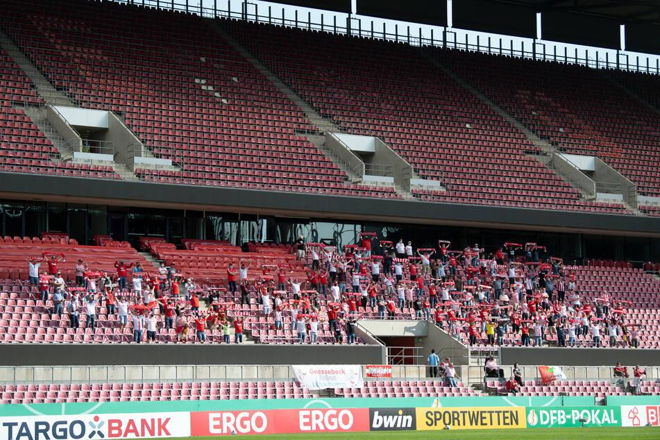 Beim Pokalspiel des 1. FC Köln durften insgesamt 300 Zuschauer ins Stadion.