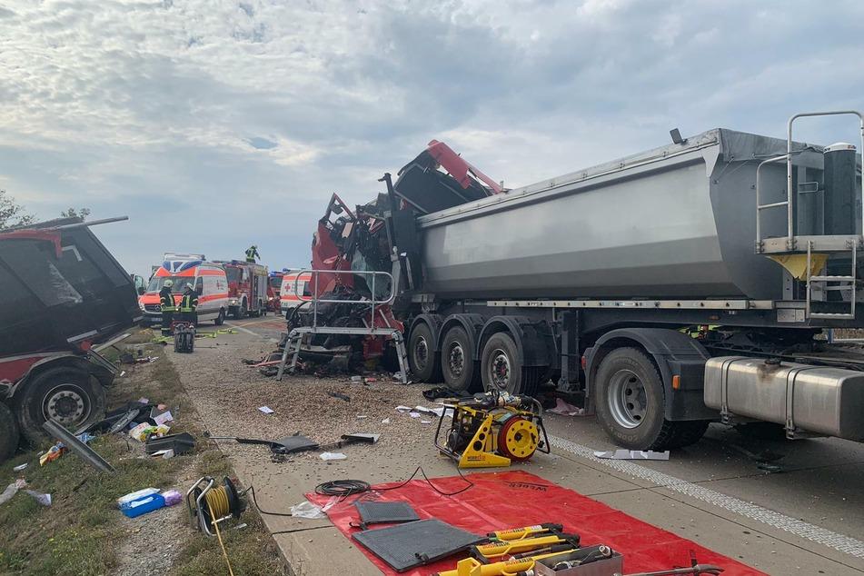 Ein Sattelzug aus Kroatien ist in ein Stauende grast. Der Fahrer starb noch an der Unfallstelle.