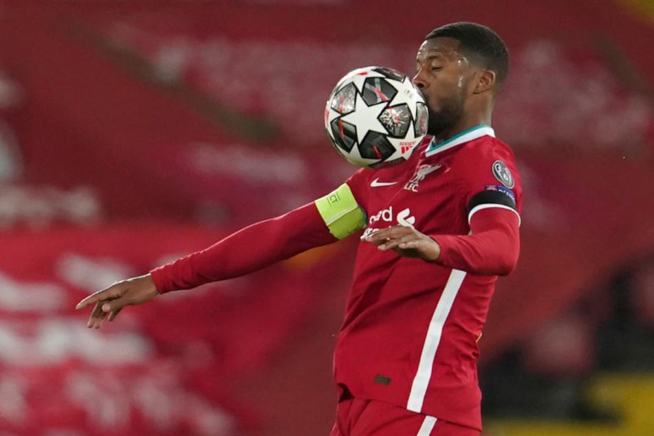 Liverpools Georginio Wijnaldum (30) kontrolliert den Ball.