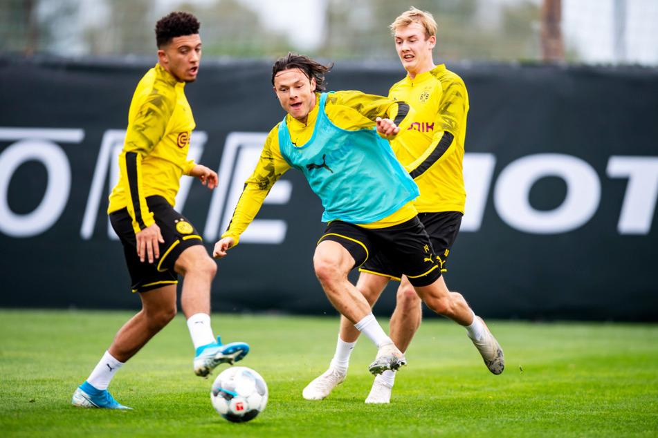 BVB-Star Jadon Sancho (20, l.) wird weiterhin von Manchester United umworben. Nico Schulz (28, M.) und Julian Brandt (25) stehen in Dortmund hingegen auf der Streichliste. Daher könnten sie alle den Verein in diesem Sommer verlassen.