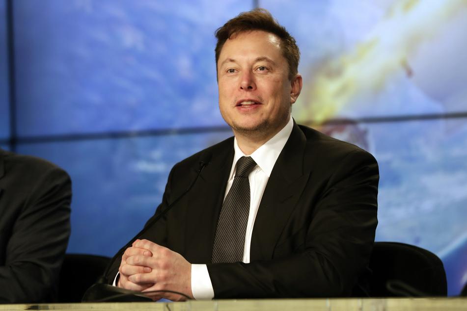 Elon Musk (49) glaubt offenbar an außerirdisches Leben.