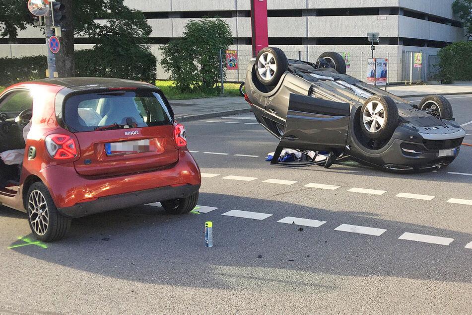 Ein Opel und ein Smart sind in München kollidiert.