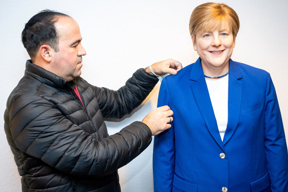 "Wahre Fan-Liebe! Gastronom lässt lebensgroße ""Angie""- Wachsfigur anfertigen"
