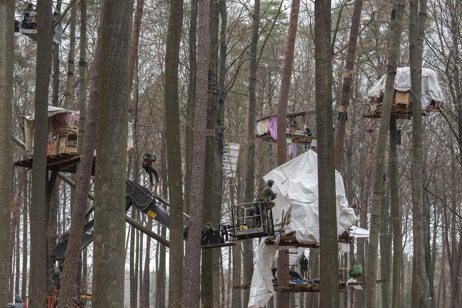 Klima-Aktivisten zeigen am Dannenröder Wald wieder Präsenz