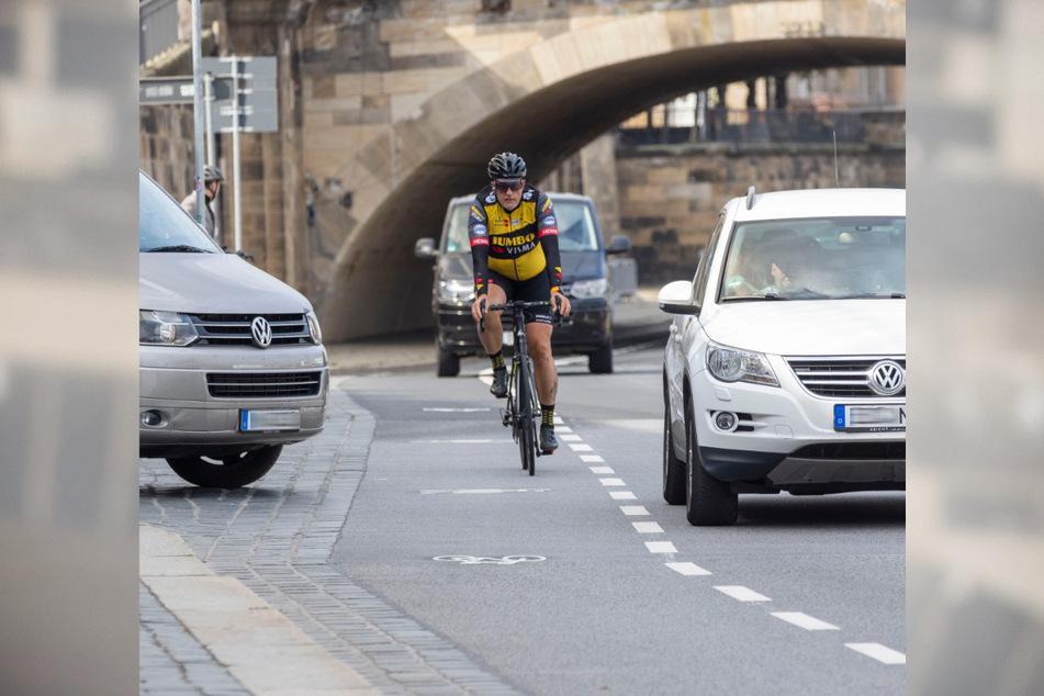 Für Radler, die ohnehin auf der Straße fahren wollen, ein echter Vorteil: Endlich gibt es auf dem Terrassenufer einen Schutzstreifen.