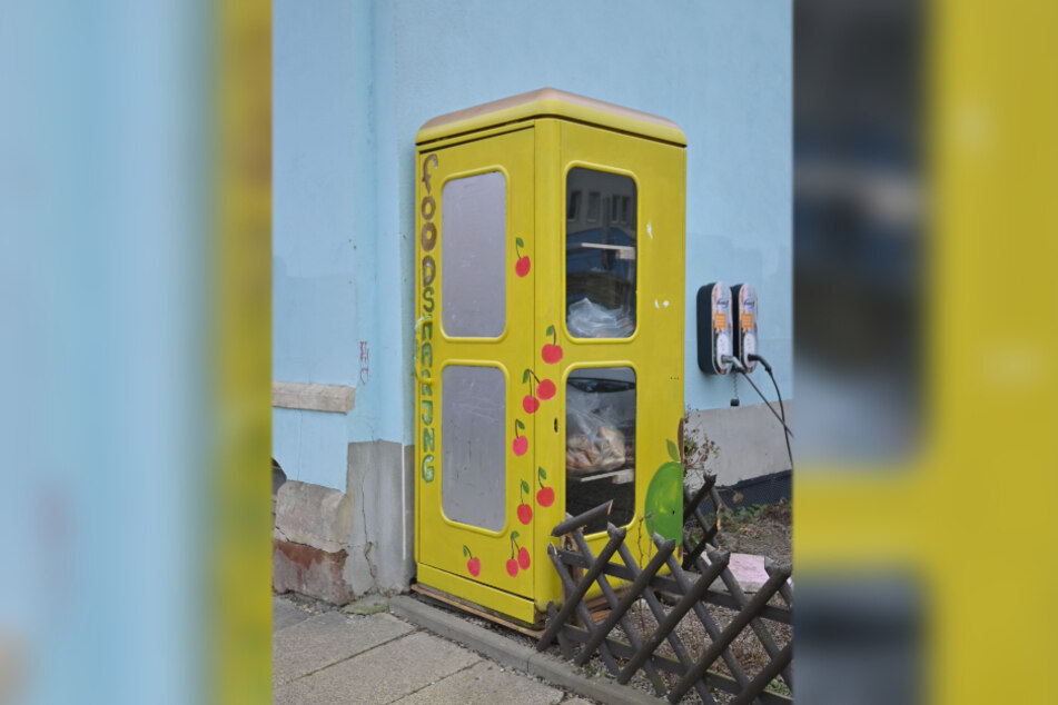 An der Peterstraße 26 (Sonnenberg) steht eine Foodsharing-Telefonzelle.