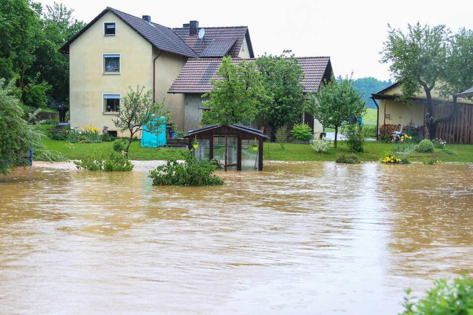 Seit Wochen kommt es im Freistaat nach Unwettern und Starkregen immer wieder zu Überschwemmungen.