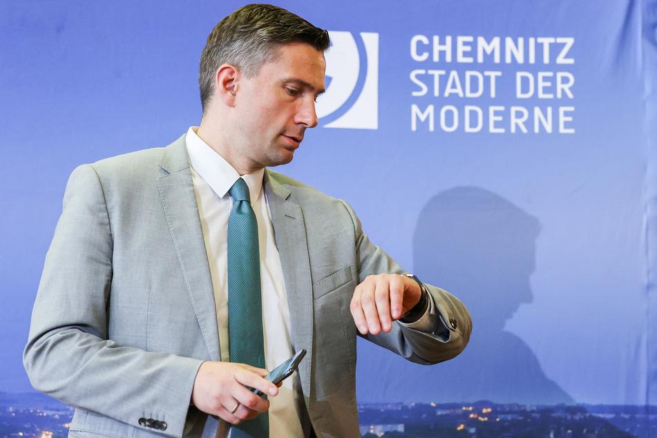 Martin Dulig (SPD), Wirtschaftsminister von Sachsen, steht vor der Kabinettspressekonferenz nach der auswärtigen Kabinettssitzung der sächsischen Staatsregierung im Rathaus.
