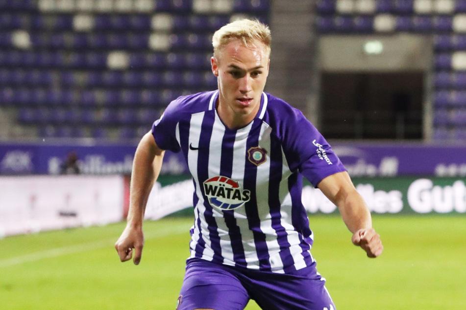 Florian Krüger (21) hat seinen Vertrag beim FC Erzgebirge bis 2023 verlängert. Ein großer Erfolg für den Verein. Aber wie lange bleibt der Angreifer tatsächlich in Aue?