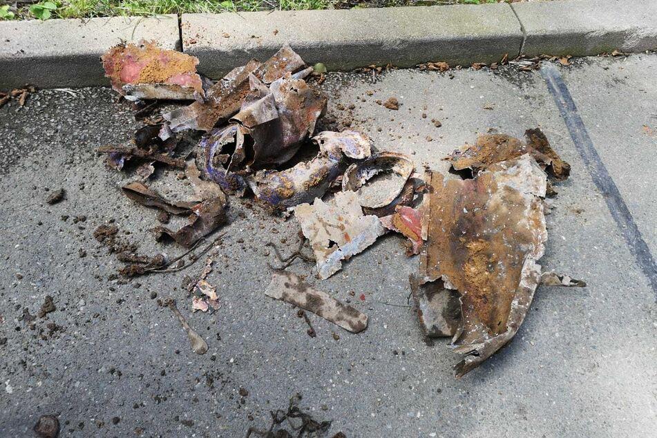 Diese Schrottteile wurden in der Hainstraße in Plauen gefunden - glücklicherweise handelt es es nicht um Munition aus dem Zweiten Weltkrieg.