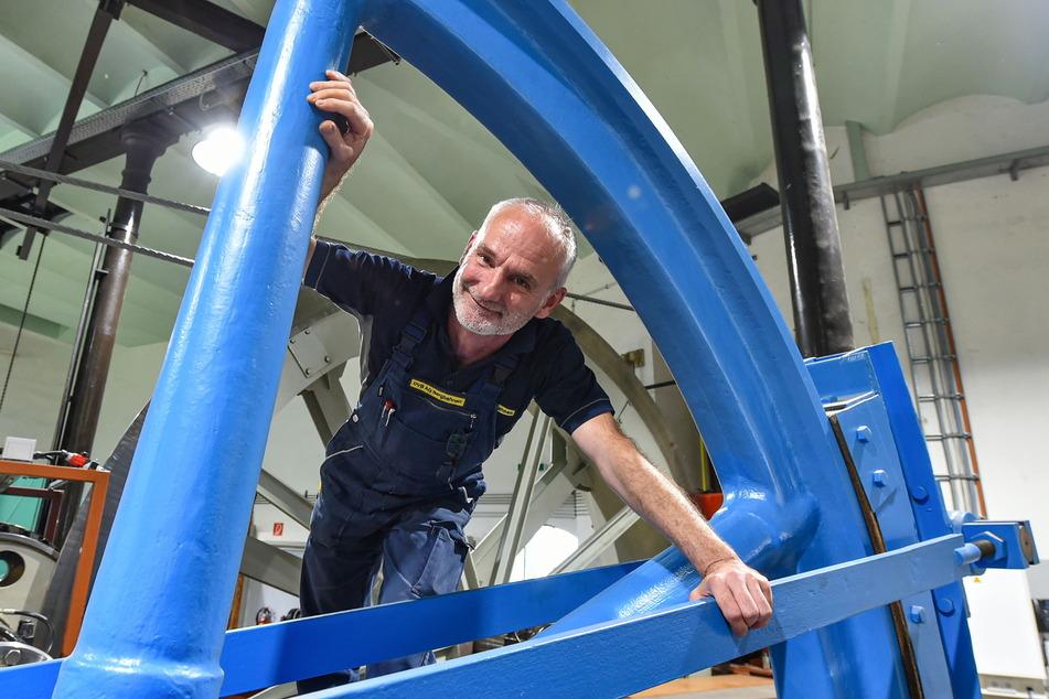 Roland Hetzer (54, Vize-Bereichsleiter) in der Bergstation.