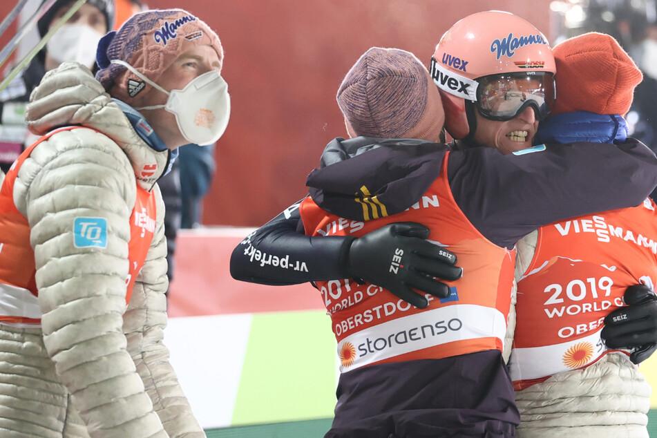 Deutsche Skispringer holen Goldmedaille im Teamwettbewerb
