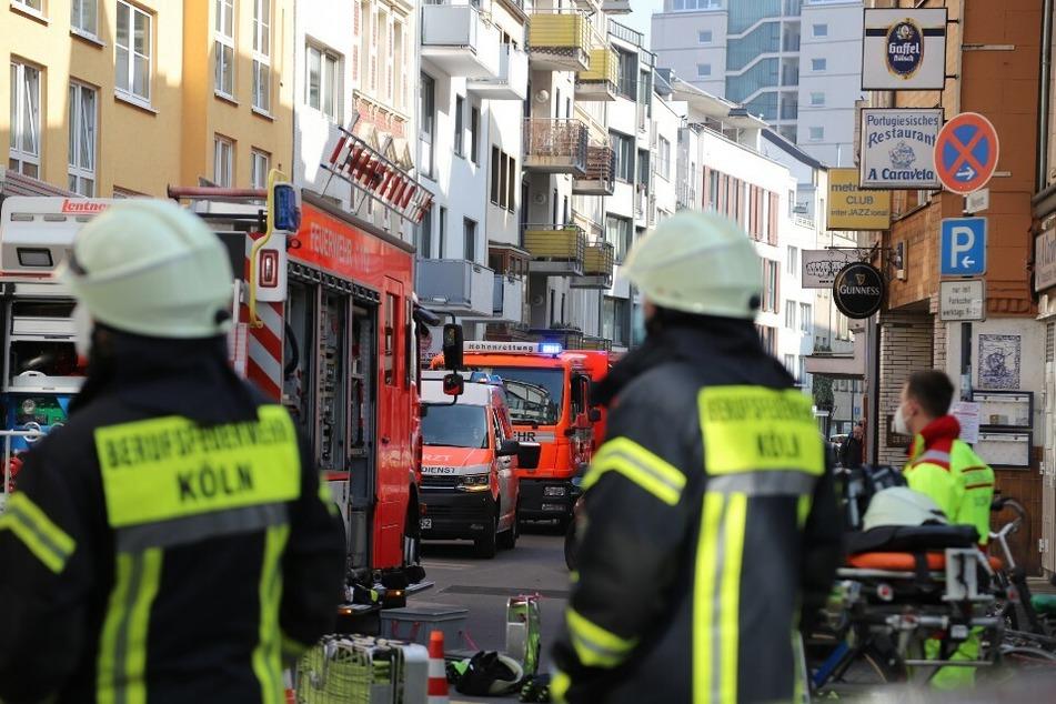 Der Einsatz in der Kölner Innenstadt: Mehrere Kameraden, Sanitäter und die Polizei rückten an.