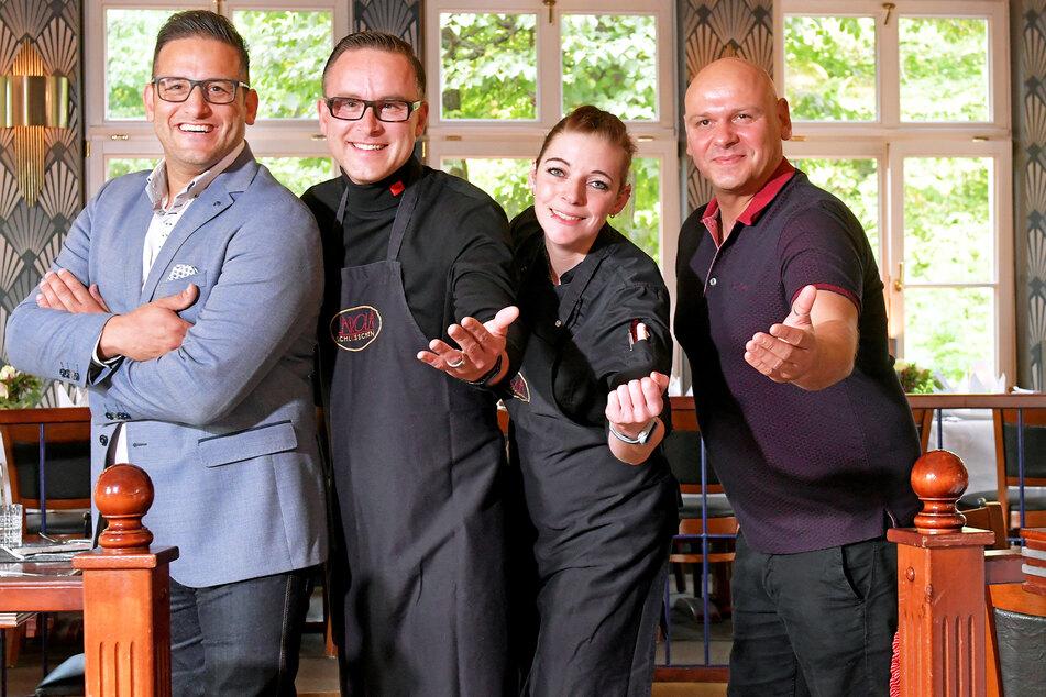 """""""Carolaschlösschen""""-Wirt Moyd Karrum (42, v.l.n.r.), Serviceleiter Robert Meißner (42), Köchin Claudia Schiradin (32) und Restaurantleiter Frank Wiesner (44) freuen sich auf die 4-Tage-Woche."""