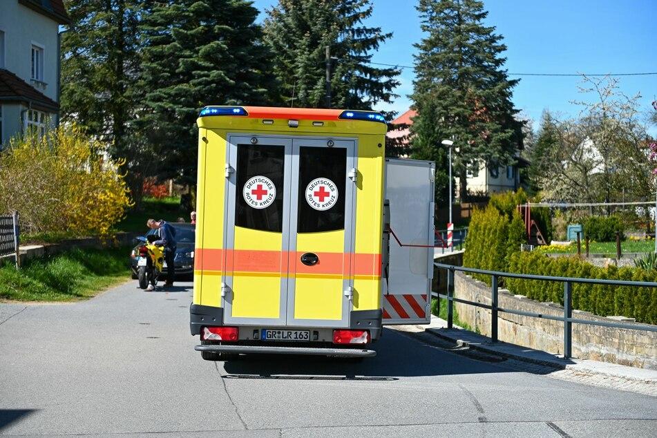 Der Biker wurde in ein Krankenhaus gebracht.