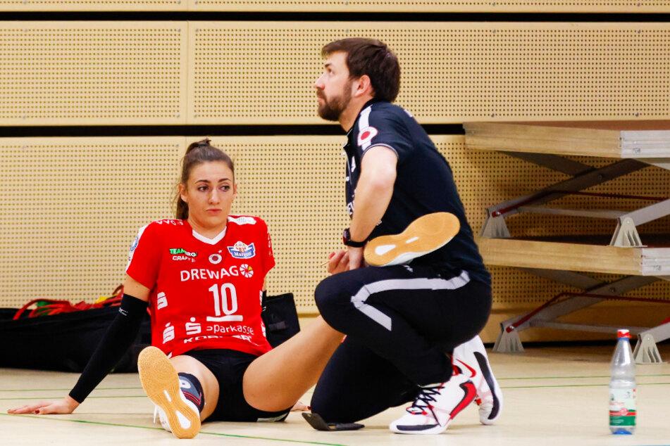 Lena Stigrot (25) wurde nach ihrer Auswechslung von Physiotherapeut Jacek Bentkowski behandelt.