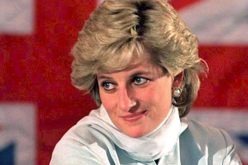 Mit dem Preis, der am Geburtstag Prinzessin Dianas (†36) vergeben wird, werden junge Menschen ausgezeichnet, die sich für andere einsetzen und damit einen positiven Wandel herbeiführen. Diana starb bei einem Autounfall in Paris im Jahr 1997.
