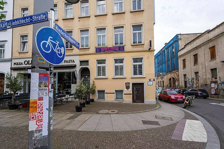 Vor dieser Leipziger Zahnarztpraxis schlug der Angeklagte mit einem Fäustel auf seine Ehefrau ein.