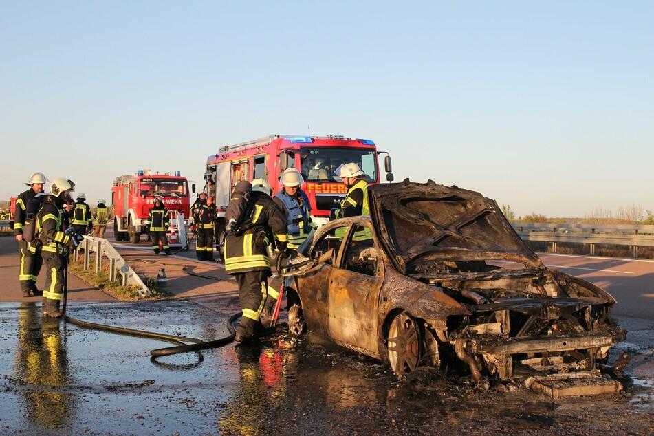 Auf der A9 bei Bad Dürrenberg ist am Sonntagabend, gegen 18.50 Uhr, ein Auto in Flammen aufgegangen.
