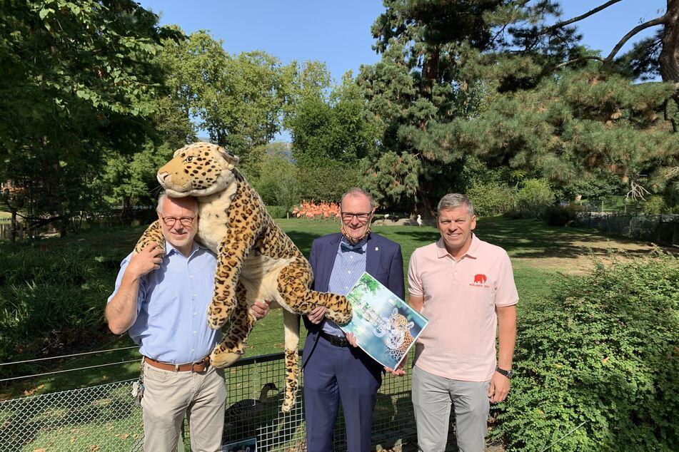 Die Kölner Zoo-Vorstände (v.l.n.r.) Prof. Theo B. Pagel, Dr. Ralf Heinen und Christopher Landsberg haben am Donnerstag ihren Masterplan 2030 vorgestellt, der viele Ideen für zukünftige Projekte beinhaltet.