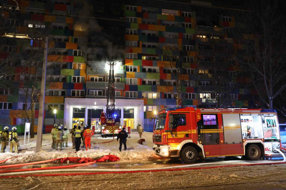 Dresden: Nach Tod eines Zweijährigen: Fünfter Stock nach Wohnhaus-Brand noch immer gesperrt!