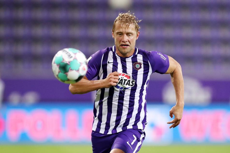Jan Hochscheidt kann endlich wieder das tun, was er beruflich am liebsten macht - dem Ball hinterherjagen.