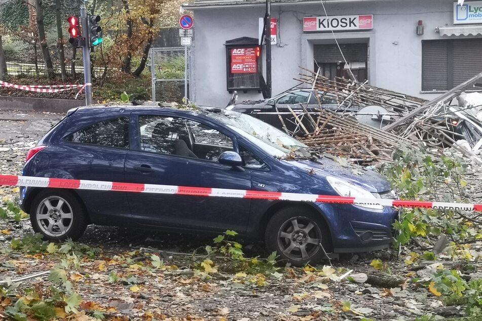 Bei der Explosion flogen Teile des Hauses in Wuppertal bis auf die Straße.