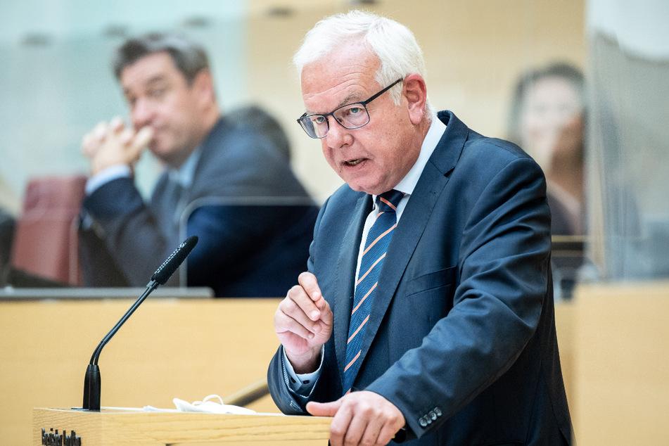 Thomas Kreuzer (62), Fraktionsvorsitzender der CSU im Bayerischen Landtag, sprach offen über ein mögliches Ende der Regierungskoalition mit den Freien Wählern.